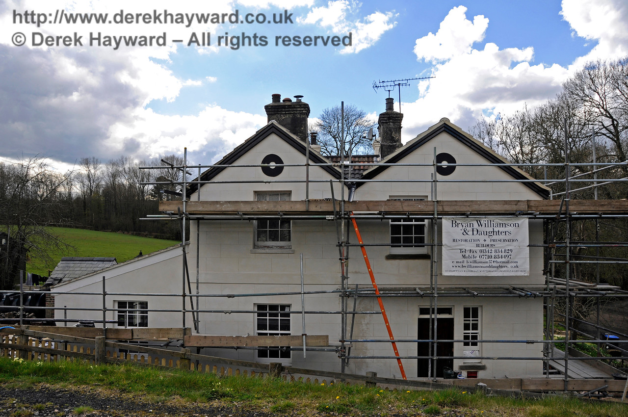 Progress on the extension to the former railway cottages at Kingscote.  17.04.2016.  14884