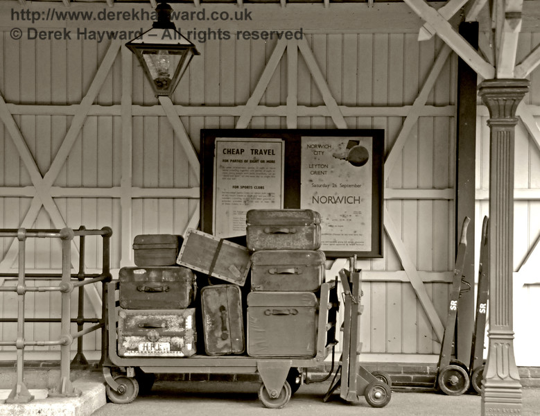In former days railways also carried substantial amounts of luggage.  14.05.2017   17224