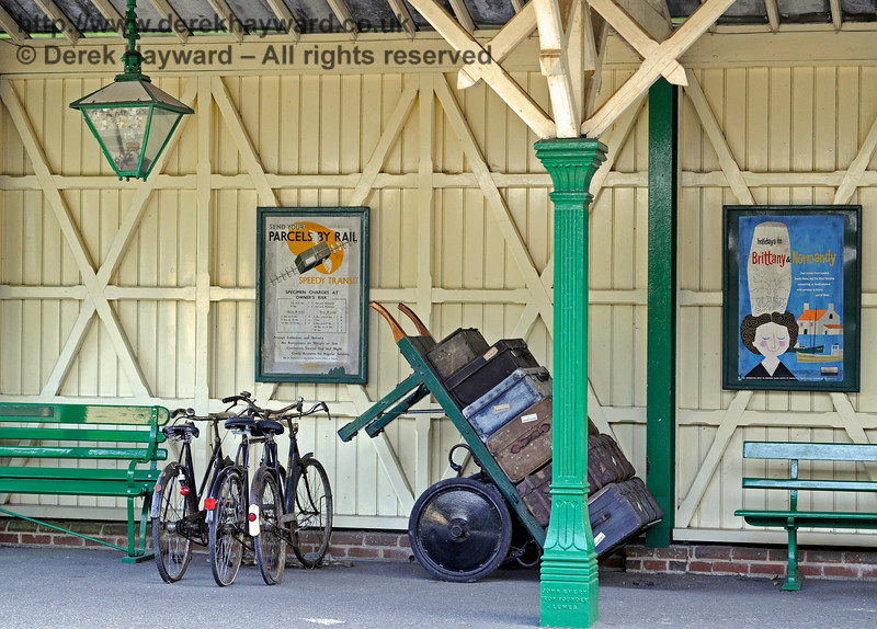 Luggage and bikes at Kingscote.  A familiar sight at stations years ago.   24.09.2016 13937