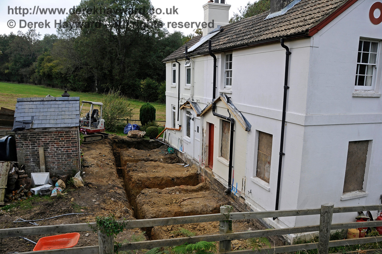 Work in progress to extend the former railway cottages at Kingscote .  04.10.2015  13790