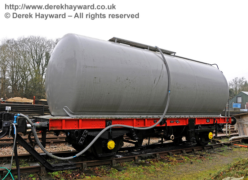 The same tank wagon, cosmetically refurbished.  24.01.2016 14470
