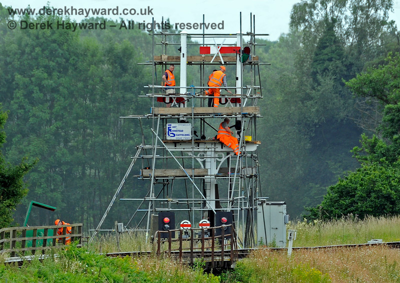 How many members of S&T does it take to renew a rotten bracket signal?  Well rather more than you see here, because all the components had to be refurbished too.  Work is caught in progress on 25.06.2017 15618