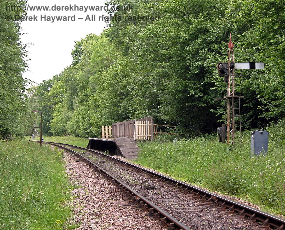 A view, taken in 2006, of Ketches Halt looking north.  In the distance the track curves to the left at the start of Freshfield Bank. 04.06.2006
