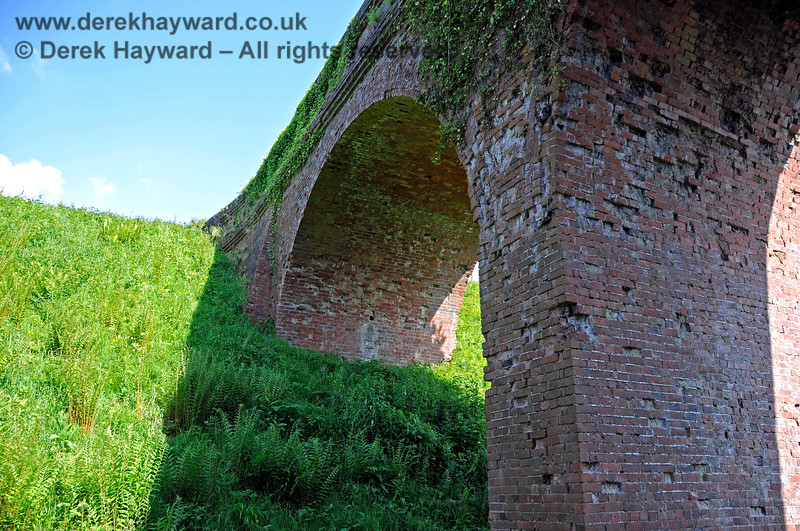 The northern side of Three Arch Bridge looking up towards the eastern side. 20.05.2018 18456