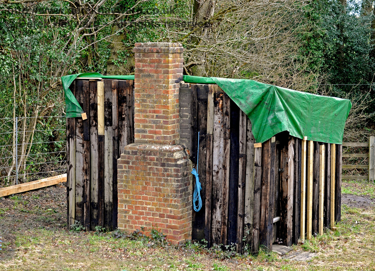 A PWay hut is situated to the north of Sloop Bridge, and can just be seen on the right of the previous picture, beyond the bridge.  In 2016 it was repaired by members of 9F Club, this shot catching the work in progress.  16.04.2016 12779