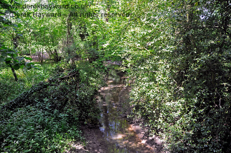 Looking south from the bridge adjacent to Tremains foot crossing, with the stream running away towards the River Ouse.   20.05.2018 18379
