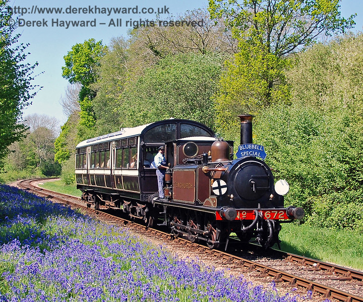 On the approach to Lindfield Wood there is an impressive display of bluebells.  Fenchurch heads south with a Bluebell Special on 01.05.2007.