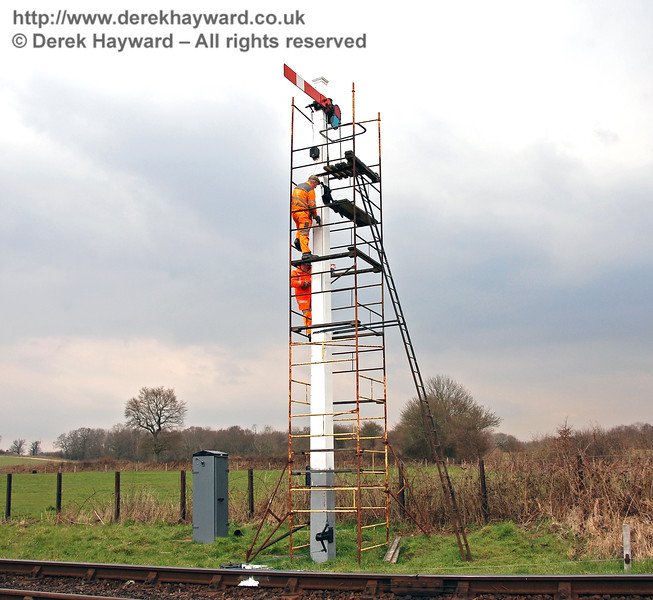 Signals have to be repaired and maintained.  The Sheffield Park Advance Starter receives some refurbishment on 25.03.2007.  This signal was subsequently shortened owing to rot.