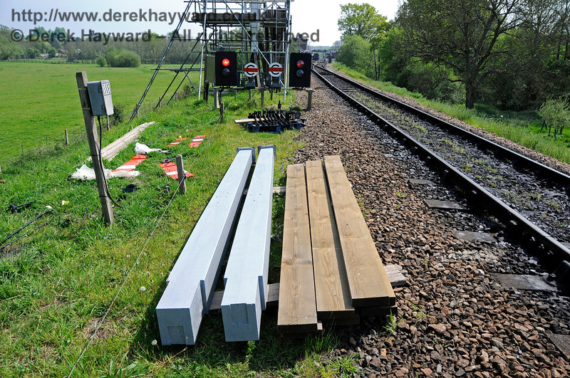 Some of the new (or refurbished) parts for the bracket signal are seen at ground level before fitting.  06.05.2017 17110