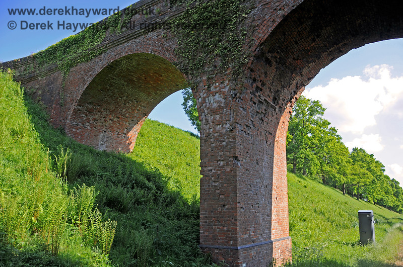 The northern side of Three Arch Bridge looking up towards the eastern side. 20.05.2018 18458