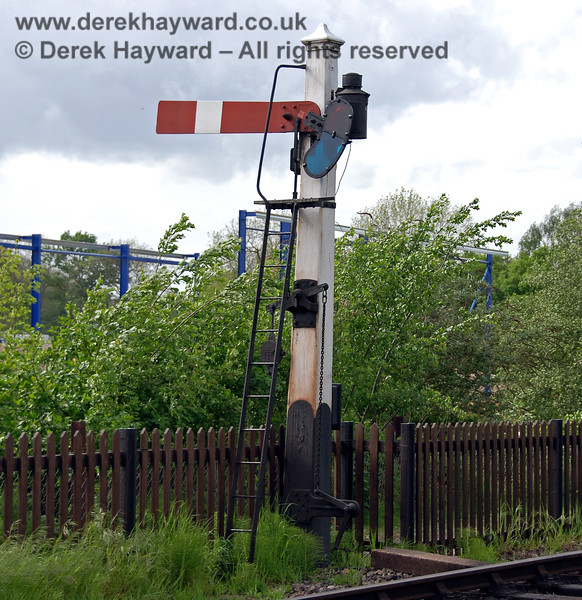The original Sheffield Park Platform 2 Starter, pictured on 08.05.2007.