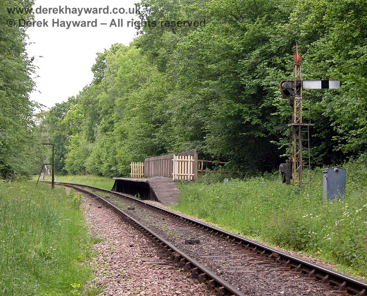 Drivers approach Ketches Halt around a bend from Freshfield Bank, which reduces the opportunity to sight the signal.  The indication given by the Distant signal is therefore especially important.  04.06.2006