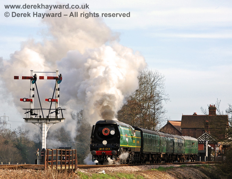 Another signal that was to suffer from rot was the original Inner Home bracket signal, pictured here in 2007 as 21C123 leaves Sheffield Park. 10.03.2007