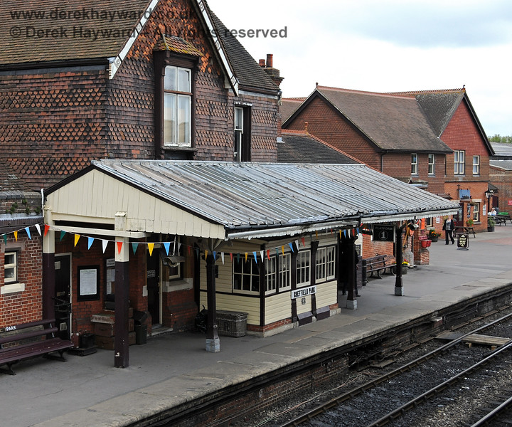 The Sheffield Park signal box and canopy viewed from the Museum roof.  The canopy was subsequently extensively refurbished. 10.09.2010 4711