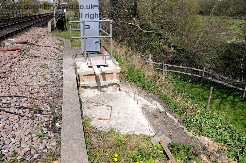 To allow for eventual platform lengthening, in 2016 it was decided to move the platform starting signals further north.  This is the new base for the Platform 1 Starter. It can be seen that it is much nearer to the River Ouse bridge.  30.04.2016 14957
