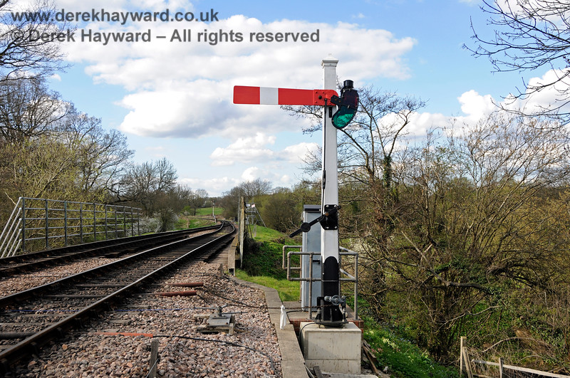 A very shiny new Platform 1 Starting signal installed on the base. 02.04.2017 17066