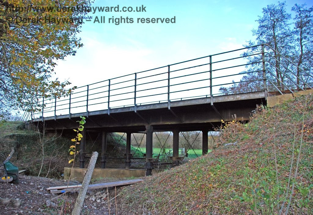 The River Ouse bridge, which is just beyond the northern end of Sheffield Park Station. 15.11.2009