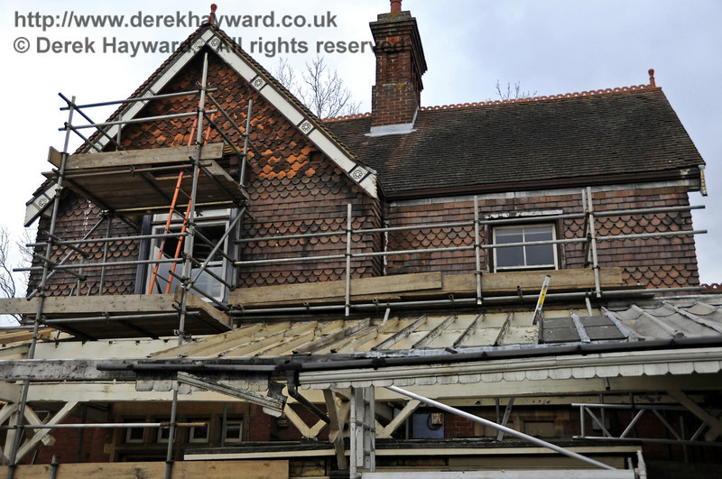 In 2012 work started to refurbish the canopy on Platform 1, and the scaffolding also allowed the Friends of Sheffield Park to gain access to the upper windows to undertake repairs.  It can be seen that the scaffolding on the left is now higher, allowing access to the apex of the roof.  20.03.2012  3901