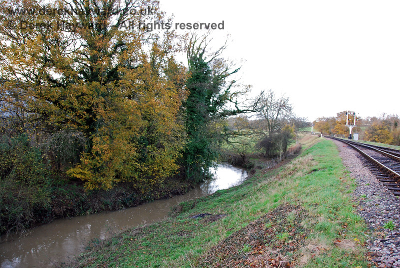 Looking north from the railway, the River Ouse flowing towards Sheffield Park station (towards the camera). 15.11.2009 0108