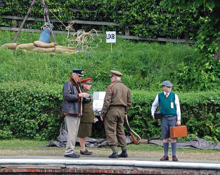 We are going to clear the station, and then have a go at defusing it. Horsted Keynes 12.05.2007