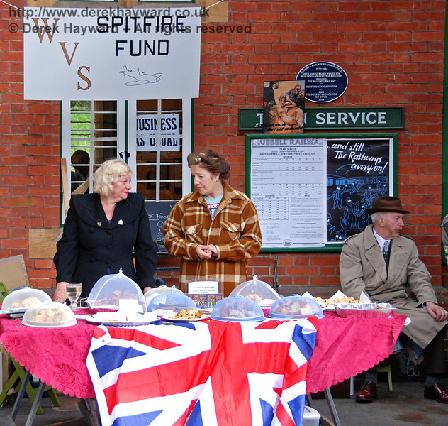 It's going very well, but those nice chaps from the Carriage and Wagon Works keep eating the cake... Horsted Keynes 12.05.2007
