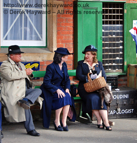 Even in wartime you can have a good gossip, but watch out for spies. Horsted Keynes 12.05.2007