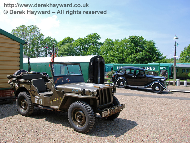 A jeep and police car at Horsted Keynes. 11.05.2008