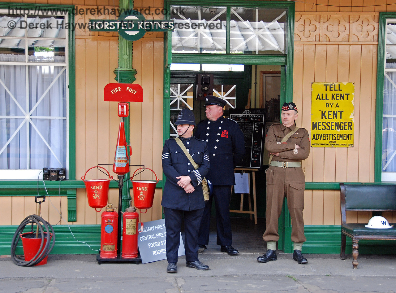 Multi-service cooperation at the Auxiliary Fire Station, Horsted Keynes. 09.05.2009