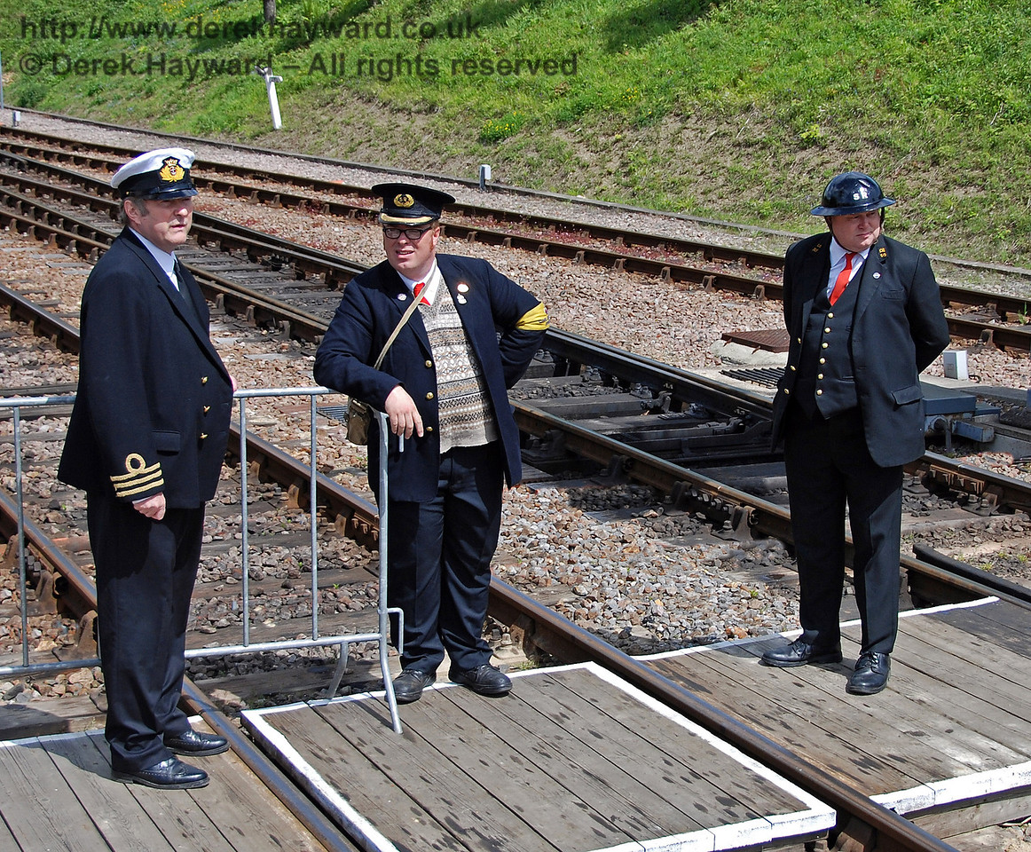 For some reason all the senior staff were standing in the middle of the track. Do they know something that we don't....? Horsted Keynes 09.05.2009