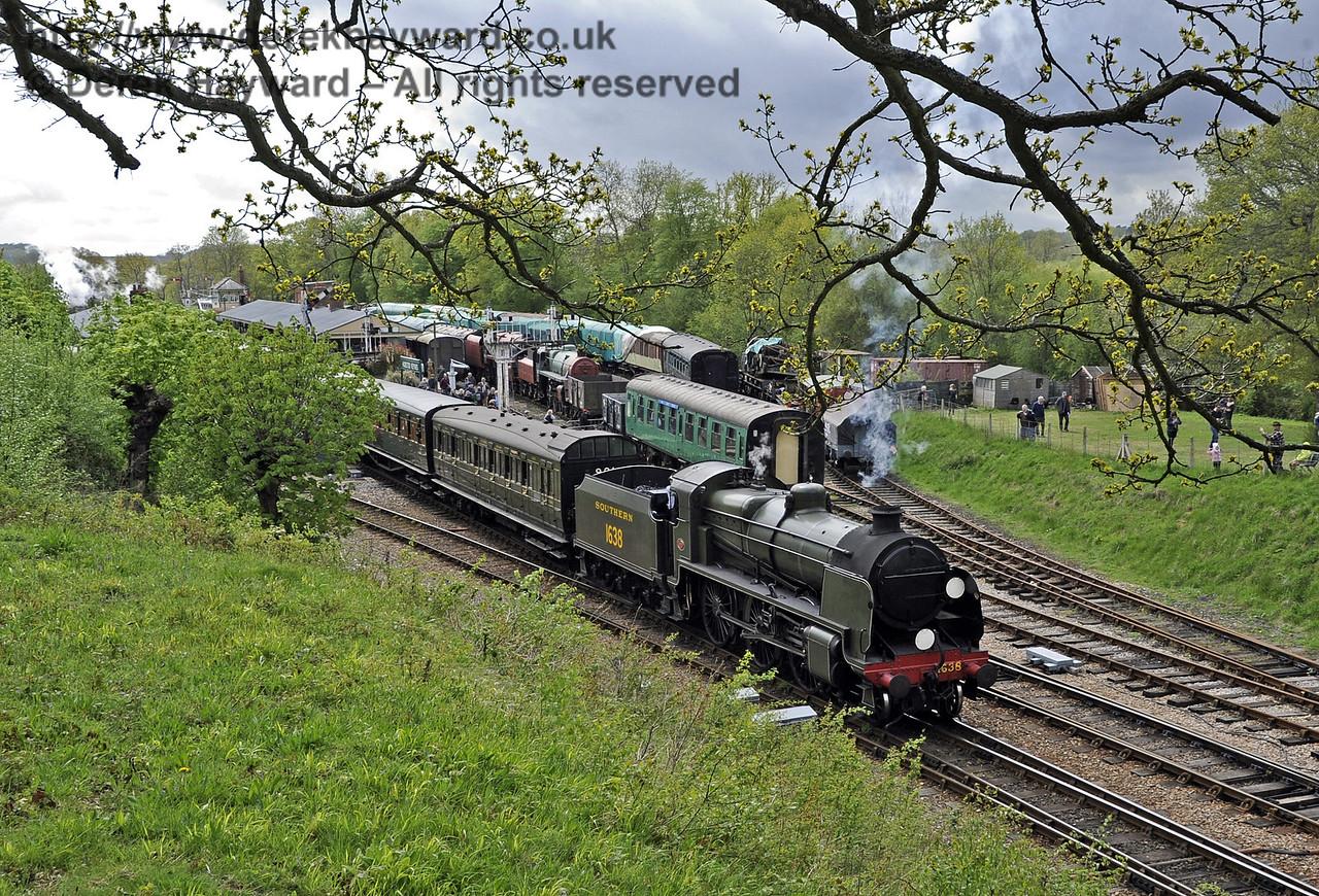 1638 leaves Horsted Keynes.  Southern at War, 11.05.2013  6794
