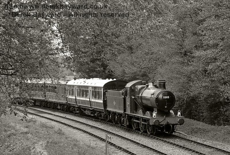 3205 steams south towards Leamland Bridge.  Southern at War, 12.05.2013  7028