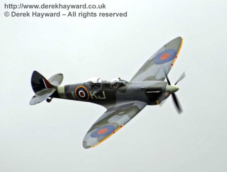 A Boultbee Flight Academy Spitfire provided the excellent display.  Southern at War, Horsted Keynes, 11.05.2013  8700