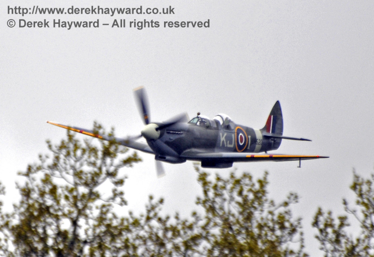 A Boultbee Flight Academy Spitfire provided the excellent display.  Southern at War, Horsted Keynes, 11.05.2013  8752