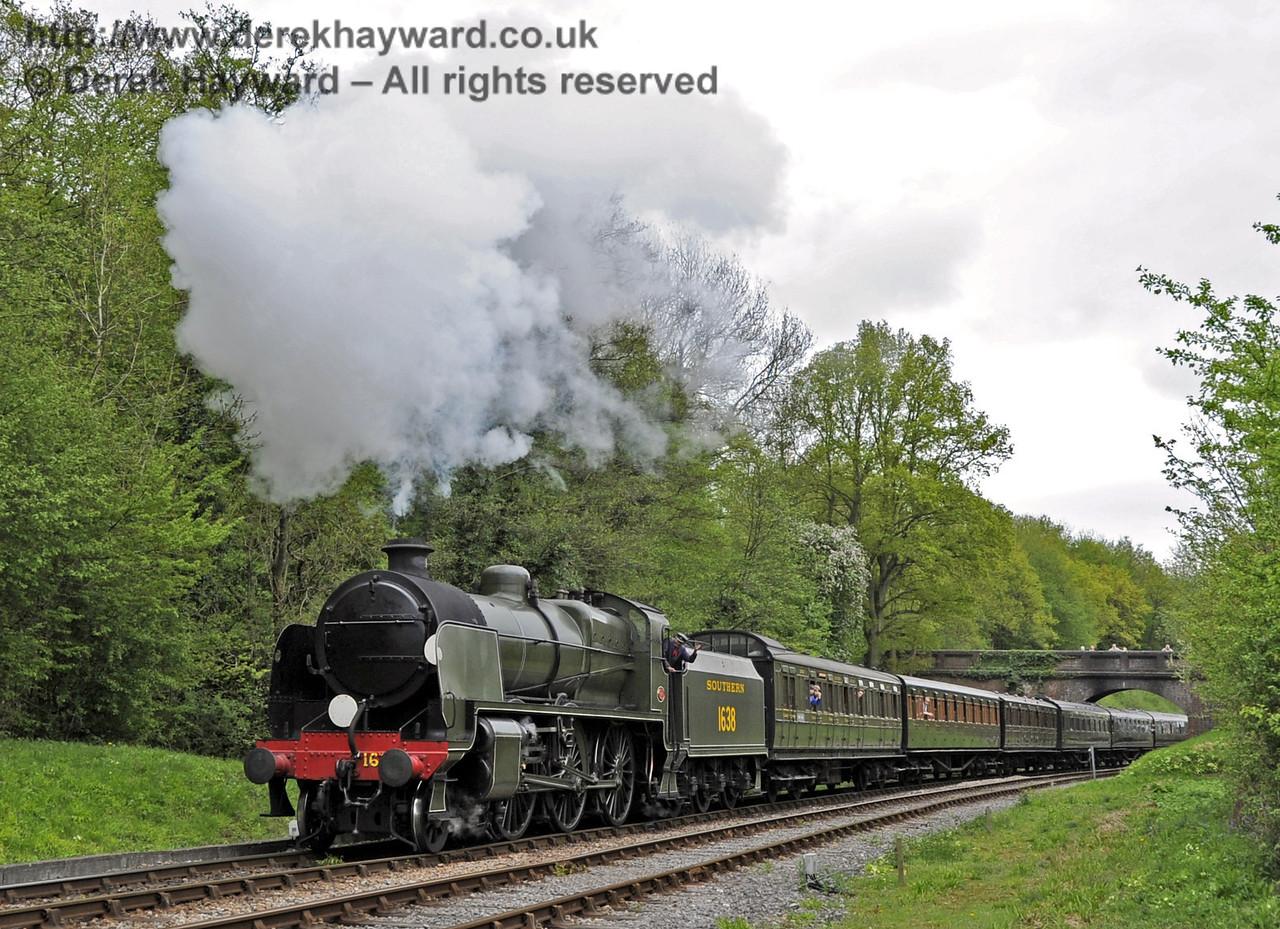 1638 steams north from Leamland Bridge.  Southern at War, 12.05.2013  7046