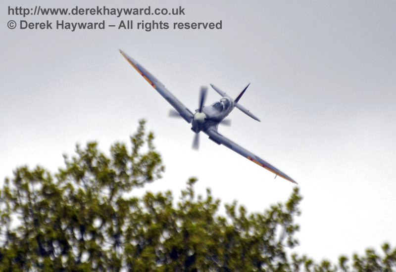 A Boultbee Flight Academy Spitfire provided the excellent display.  Southern at War, Horsted Keynes, 11.05.2013  8743