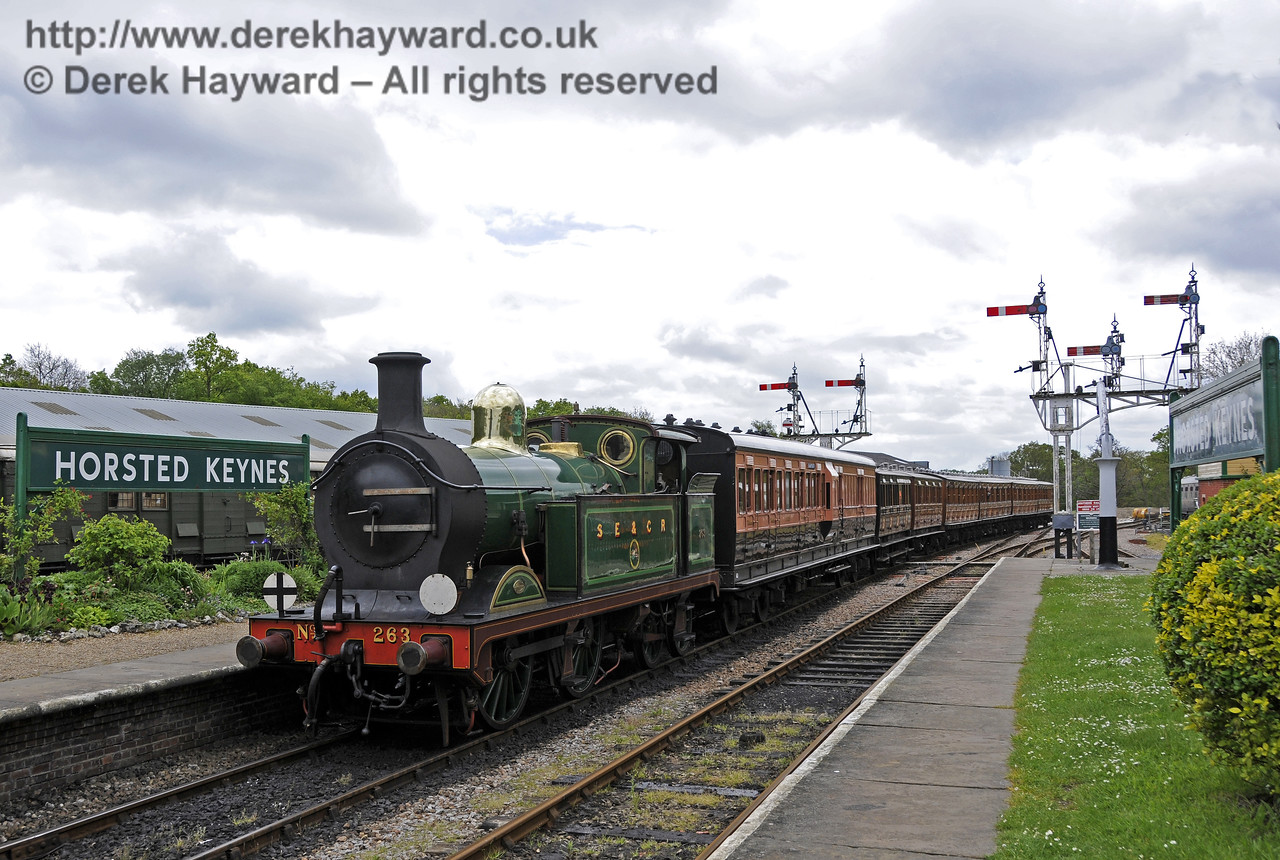263 arrives hauling the vintage coaches. Southern at War, Horsted Keynes, 11.05.2014  10393