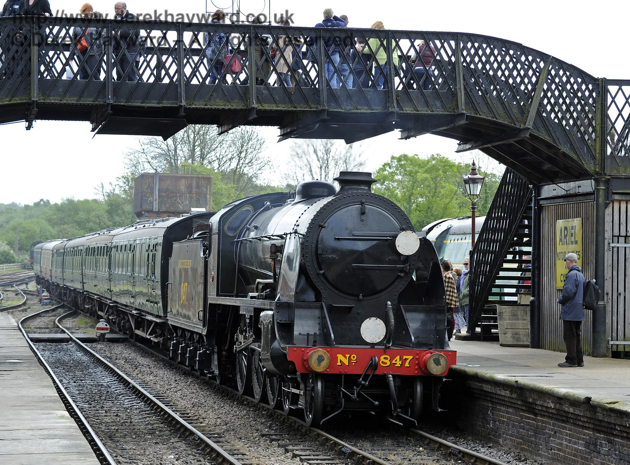 847 eases it's service set into the station.  Southern at War, Sheffield Park, 10.05.2014  8946