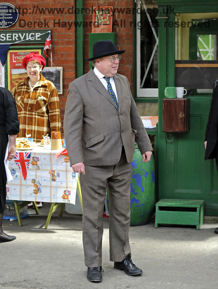 Tim Baker, Commercial Director, in urgent need of a tailor.  Southern at War, Horsted Keynes, 10.05.2014  8959