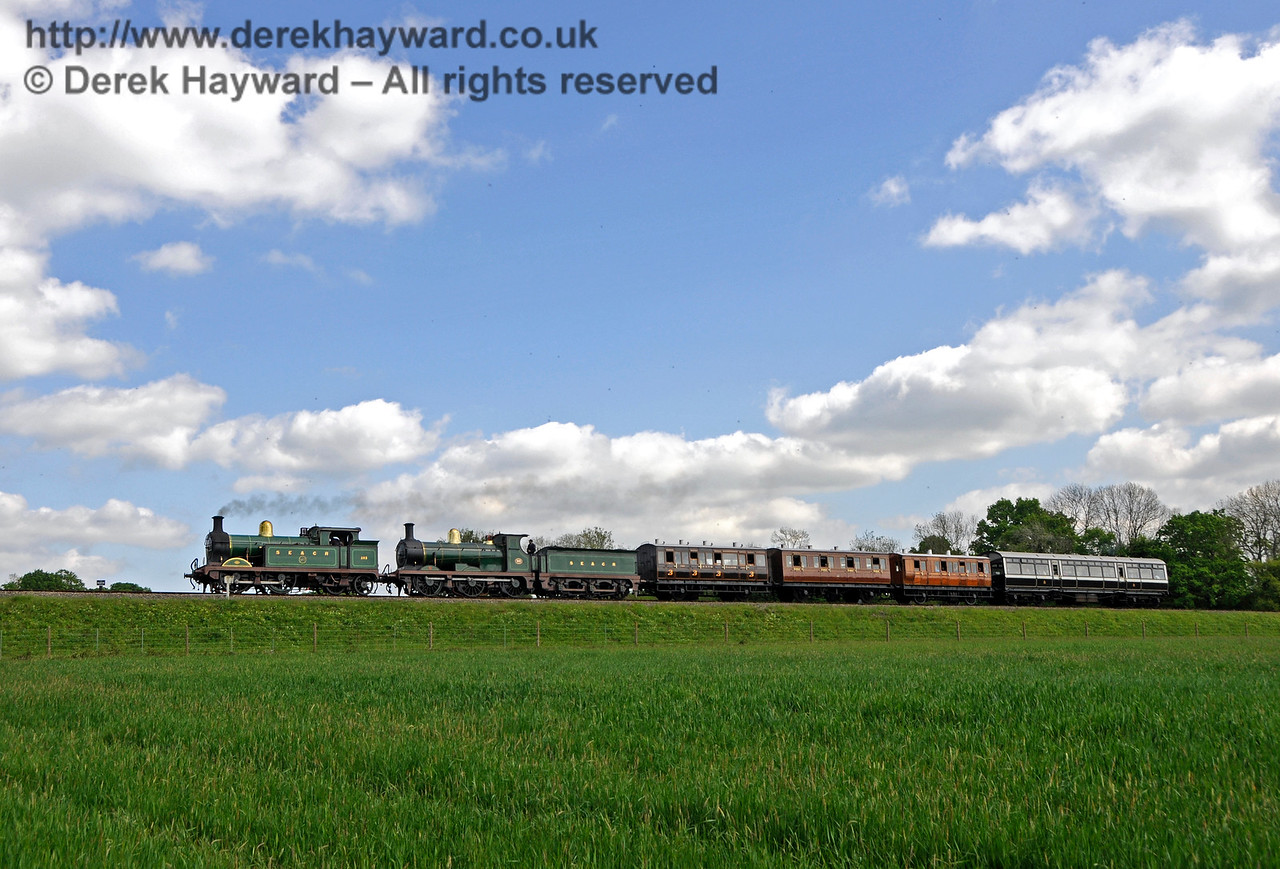 263 and 592 approach New Road Bridge.  Southern at War, Horsted Keynes, 14.05.2016  15196