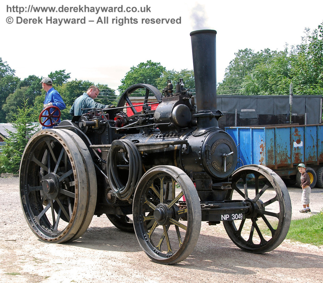 Traction engine and young boy 160808 05 E