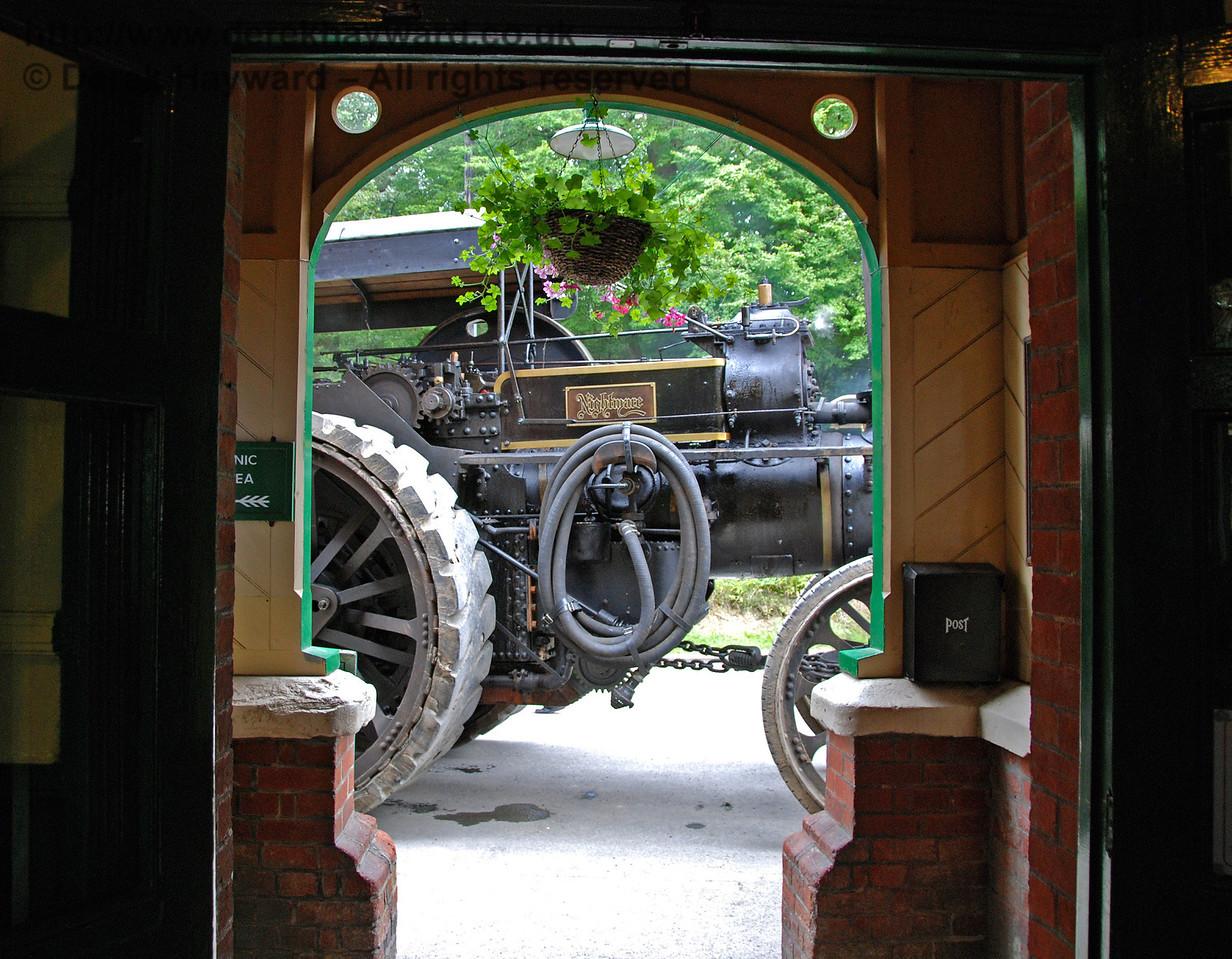 Traction engine through HK door 160808 137 E