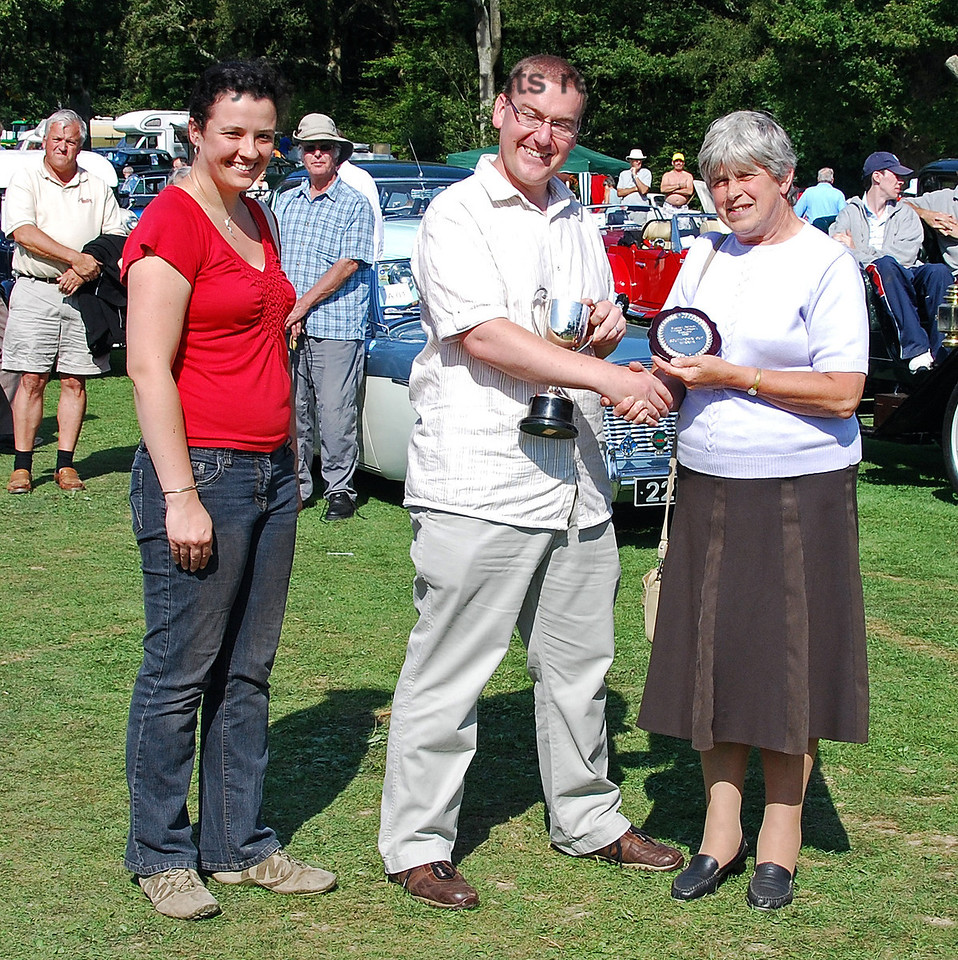 The Southdown Cup (Best overall exhibit) was awarded to a Post Office van (pictured later) owned by Mike Hallett. The award was presented by Andrew Jarvis (Stagecoach Operations Director) and his wife Sarah Jarvis. The award was collected on Mike's behalf by his wife. Horsted Keynes 16.08.2009