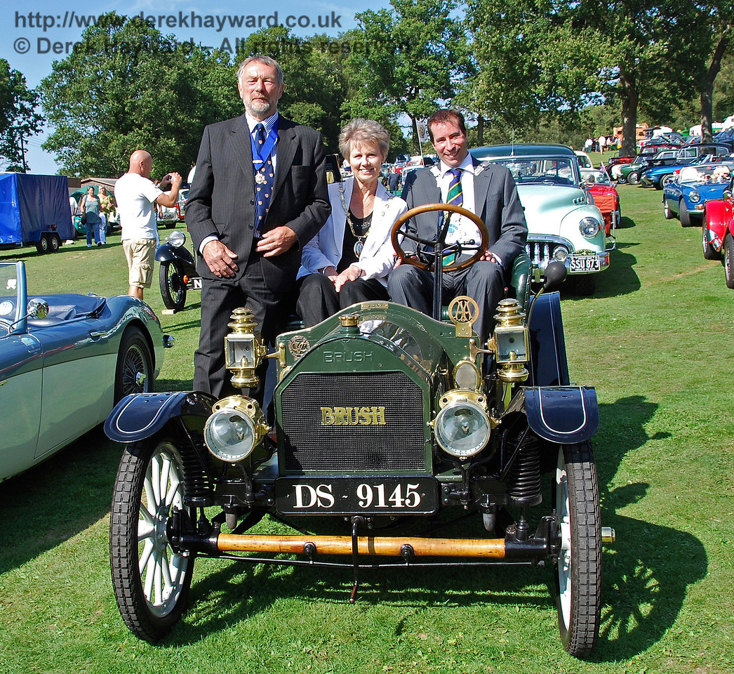 Councillor Dr Michael Turner (Deputy Mayor of Lewes), Councillor Margaret Baker (Mayor of Haywards Heath) and Councillor Lee Marmara (Mayor of East Grinstead) pose in Brush DS9145 after the judging (with thanks to the owner). Horsted Keynes 16.08.2009