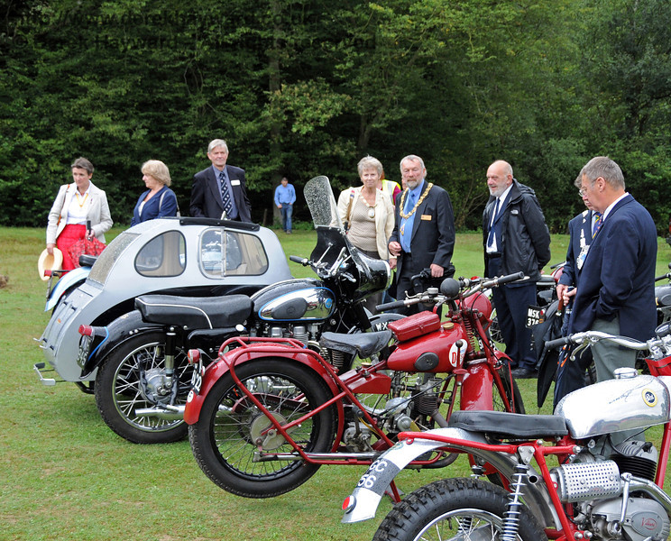 The judges start to review the motorbikes. Horsted Keynes 22.08.2010  4319
