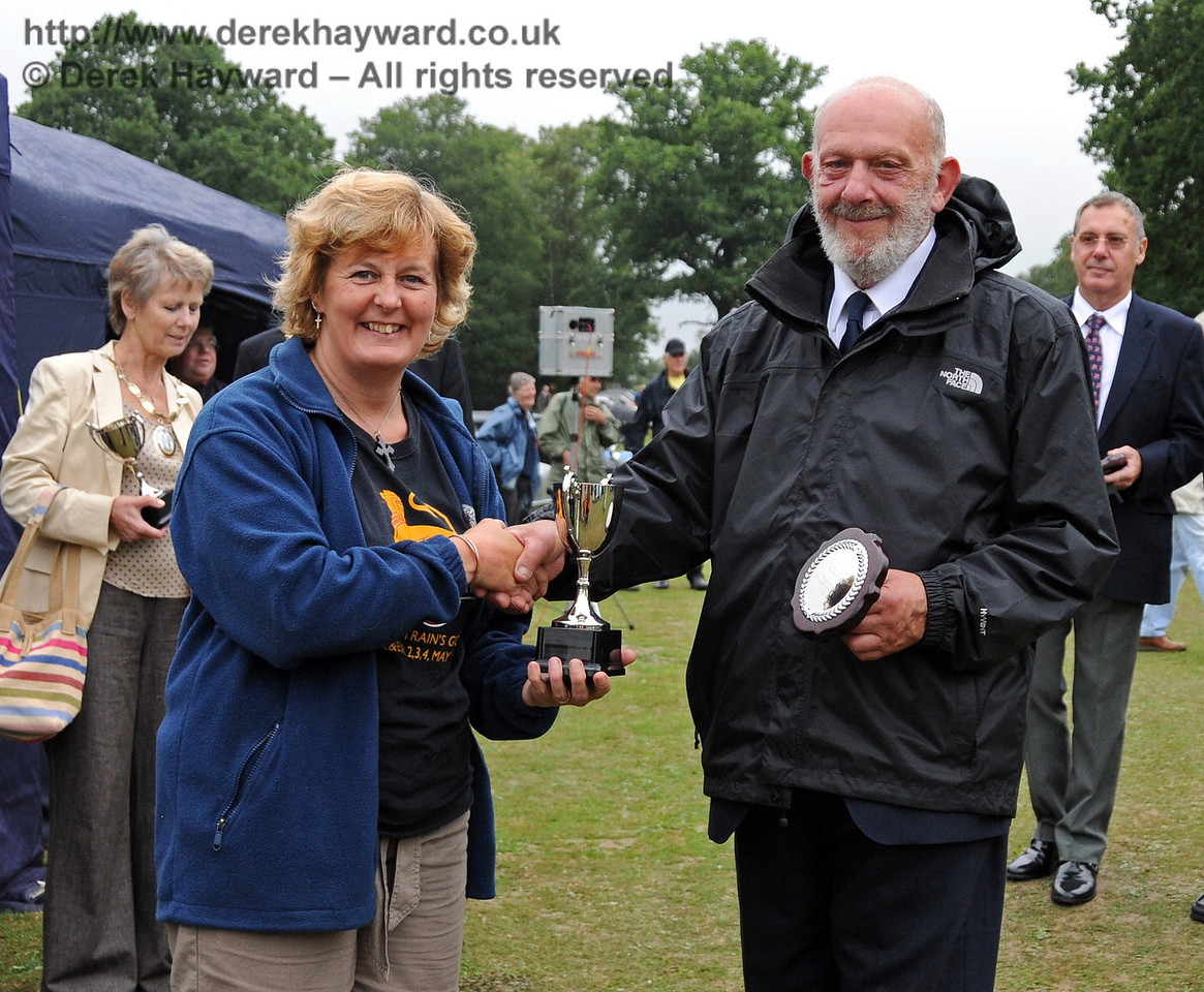 Heidi Mowforth receives the Brighton Cup for best Agricultural Vehicle from Dave Philips (Bluebell Railway). Horsted Keynes 22.08.2010  4343