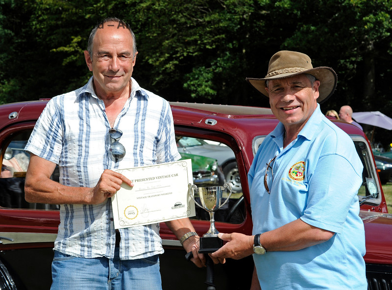 The award for Best Vintage Car went to Alan Pitches (left) for his Rover P6 FAP145L.  Vintage Transport Weekend, Horsted Keynes.  09.08.2015   11883