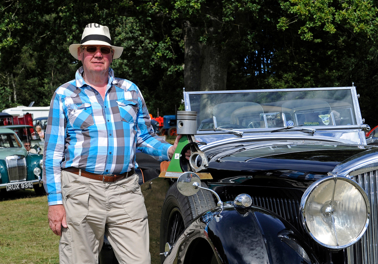 Best in Show winner Mike Ryan poses with his Bentley 4 1/4 Overdrive, EYX395.  Vintage Transport Weekend, Horsted Keynes.  09.08.2015 11888