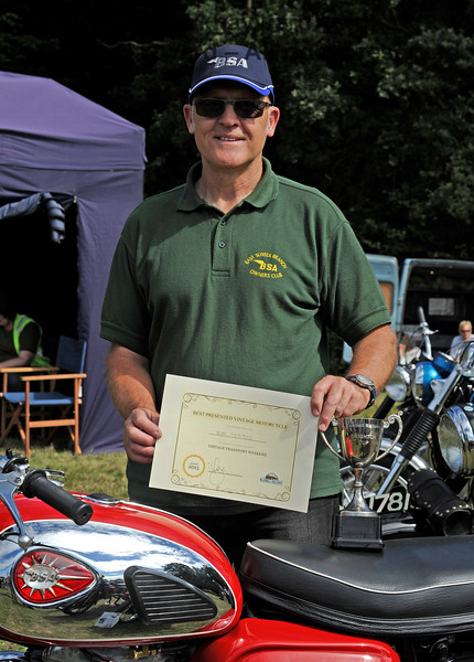 The award for best Post-1947 Motor Cycle went to Derek Ansell (right) for his BSA, 755JCG.  Vintage Transport Weekend, Horsted Keynes.  09.08.2015  11887