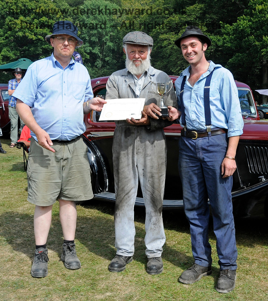 The award for Best Steam Road Engine went to the AP Monach, HJ1732.  Receiving their award are Roy Miles (centre) and Oliver Warburton (right).  Vintage Transport Weekend, Horsted Keynes.  09.08.2015   13652