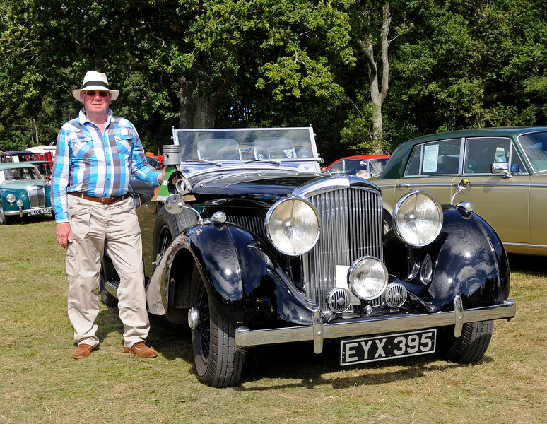 Best in Show winner Mike Ryan poses with his Bentley 4 1/4 Overdrive, EYX395.  Vintage Transport Weekend, Horsted Keynes.  09.08.2015 13679
